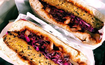 Hamburguesa vegana de garbanzos con alcachofas