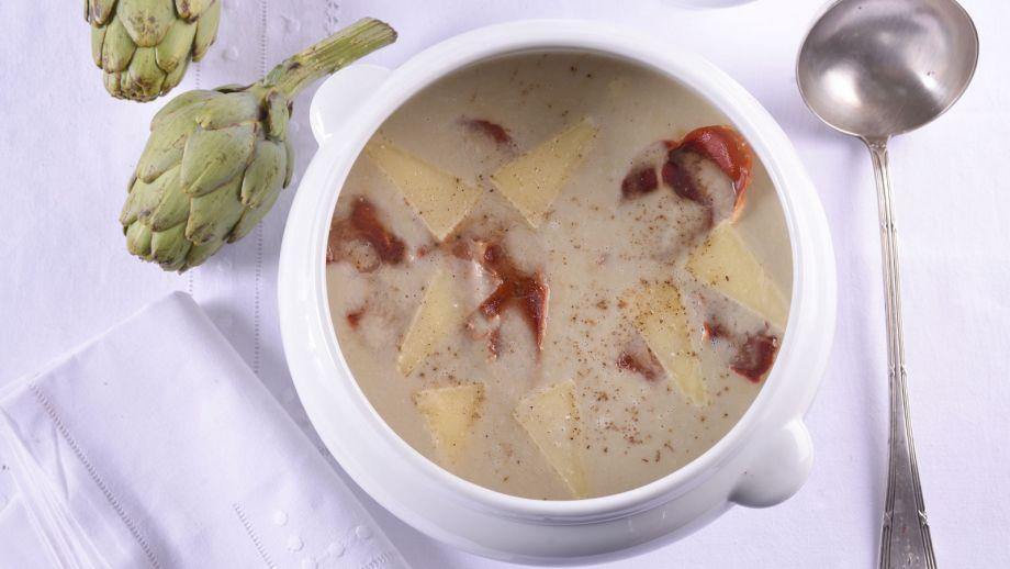 Crema de alcachofas con lascas de parmesano